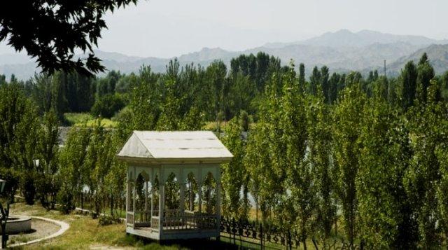 Вид на Исфаринскую долину с территории санатория.