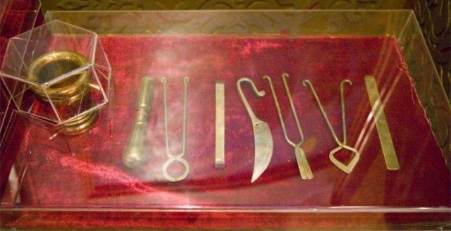 Медицинские инструменты, изготовленные к 1000-летию со дня рождения Абуали Ибни Сино по описаниям в книге «Канон врачебной науки».