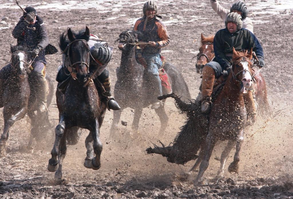 Бузкаши - конноспортивное состязание, известно со времен Чингиз-хана, не утратило своей актуальности и после, в оседлой жизни крестьян.