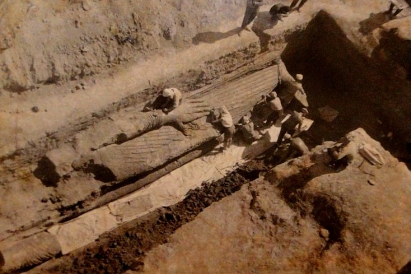During excavation Buddha in 1961. Vicinities of settlement Ajina-Teppa.