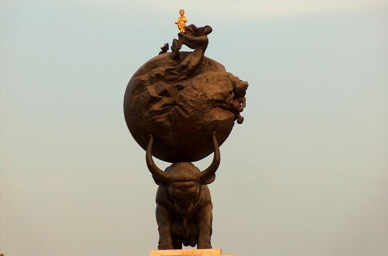 Monument Ashgabat earthquake.