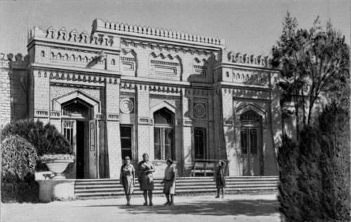 "Turkmen USSR. Main case of health resort ""Bayramali""."