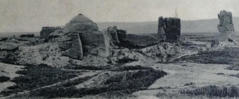 Открытка. Аннау. Ворота и гробница в южной части крепости. Издание Глушкова и Полянина.