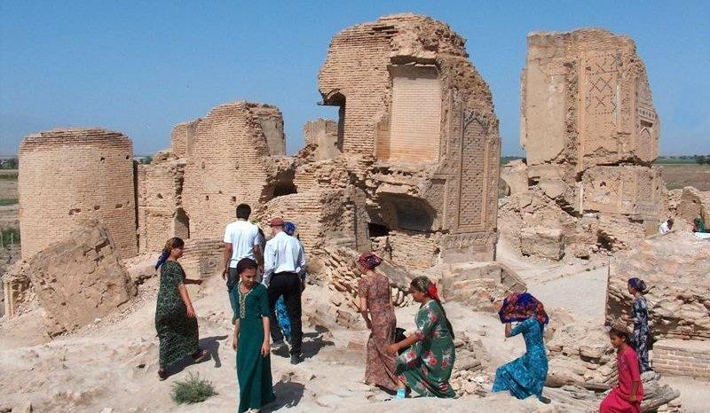 Паломники на мечети Сейит Джемаледдина.