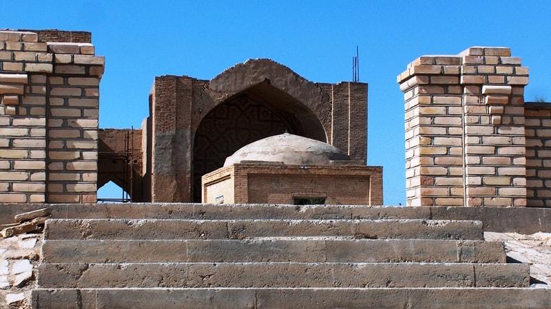 Askhabs Bureid ibn Al-Khuseib al-Aslami and Al-Khakim ibn Amr Al-Gifari. April 2008.