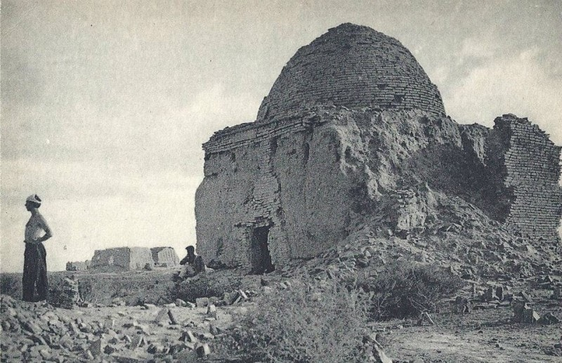 To the left of the mausoleum it is visible ancient fortress Big Gyz kala.