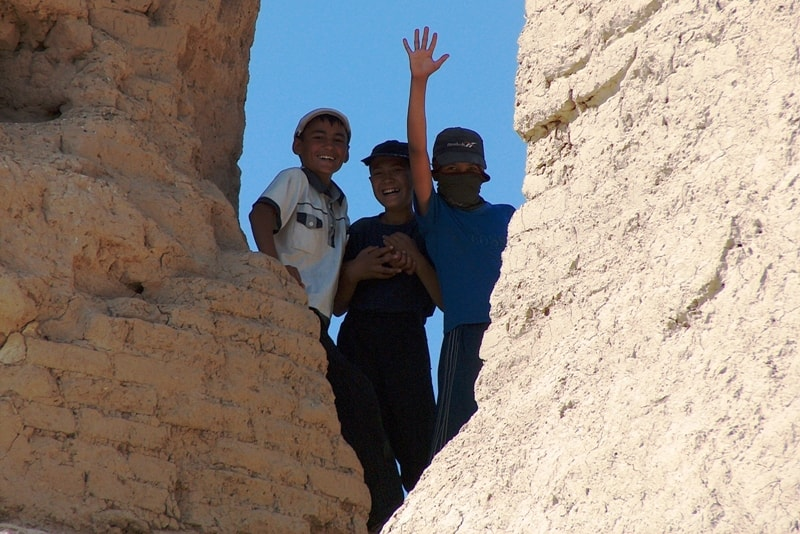 Children on the ancient fortress Big Gyz kala.