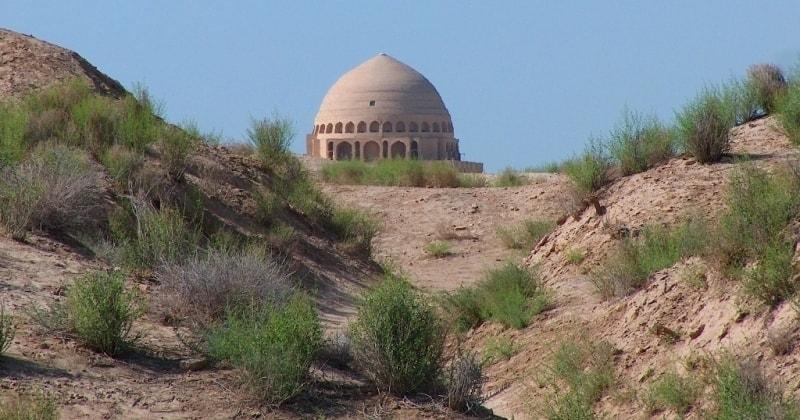 Мавзолей Султан Санджар (XII в.).