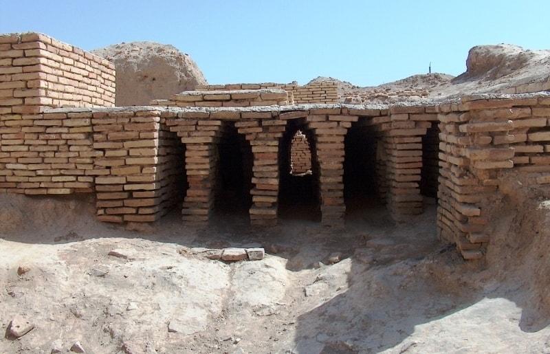 Раскопки у мавзолея Султан Санджар. Апрель 2008 года.