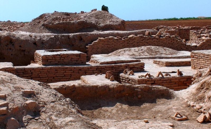 Окрестности мавзолея Султана Санджара.