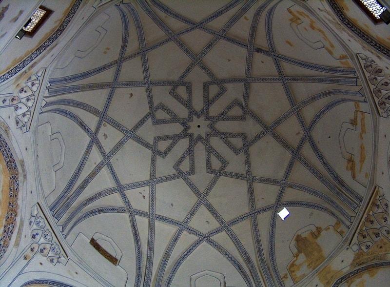 Купол в мавзолее Султана Санджара.