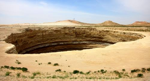 Дарвазинский грязевой кратер.