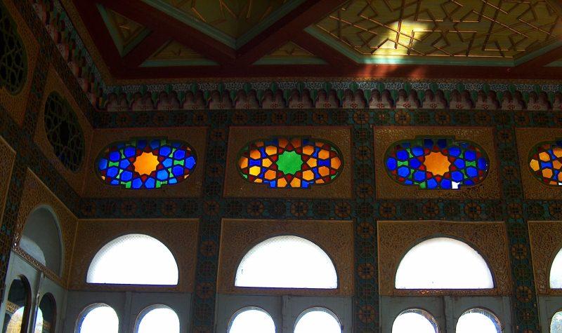 Белый зал и приемная дворца Ситораи-Мохи-Хоса.