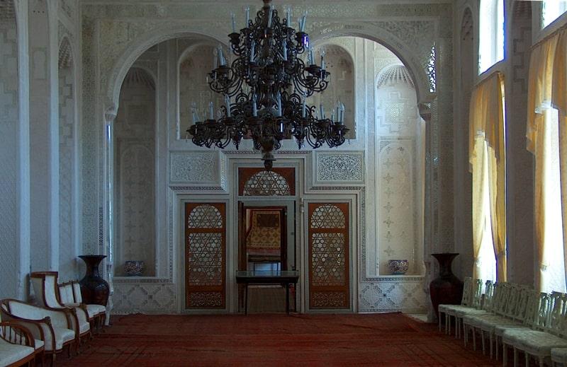 Белый зал и приемная во дворце Ситораи-Мохи-Хоса.