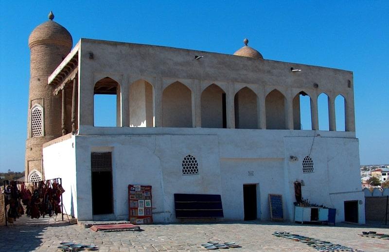 Джума мечеть в цитадели Арк. Вид с тыльной стороны.
