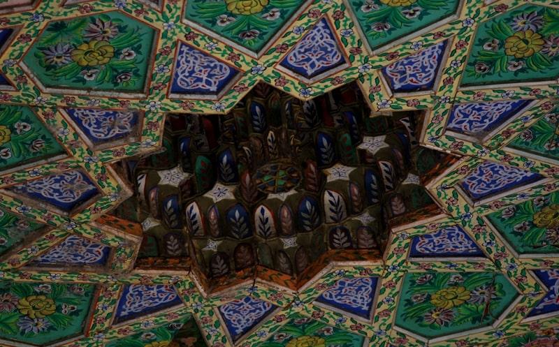 Росписи на потолке в мечети Джума.
