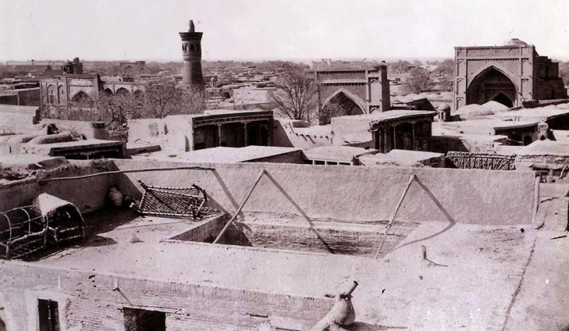 Вид с крыши Бухарского дома.