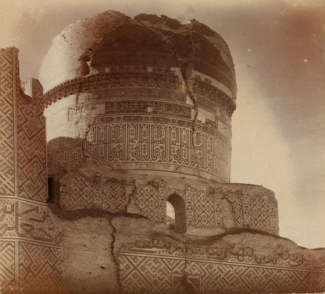 Мечеть Биби-Ханым. Купол с юго-восточной стороны.