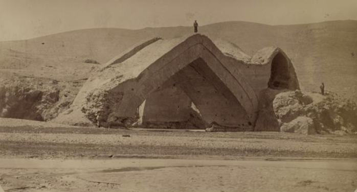 Shadman Malik Bridge. View from the west. In the Turkestan album, this construction is called the Shadaman Malik bridge, but the adopted name is an aqueduct on the Zeravshan River. Built in 1502
