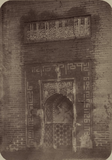 Мечеть Ходжа Абду-Берун. Ниша для молитв (михраб) на панели главной арки фасада.