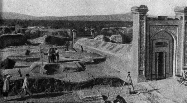 Над остатками главного инструмента теперь установлен каменный футляр.