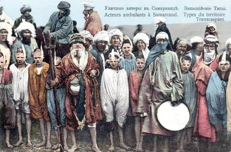Actors of street theater in Samarkand. Beginning of the XXth century.